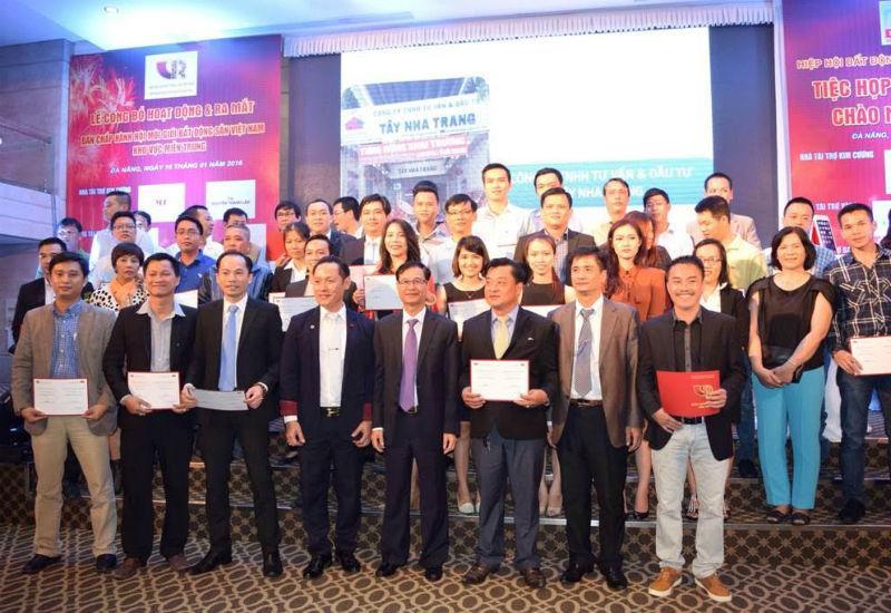 Các nhà MG BĐS nhận chứng nhận thành viên Hiệp hội BĐS Việt Nam